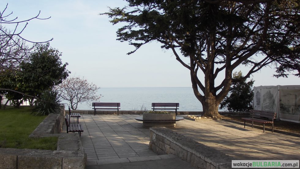 Nesebar - ławki z widokiem na Morze Czarne