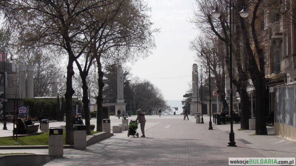 Warna - główne wejście do Parku Primorskiego z bulwaru Sliwnica (2018)